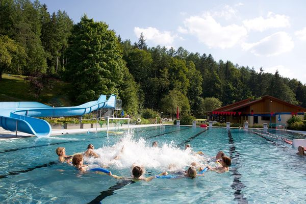 Badespaß im Freibad Obertal