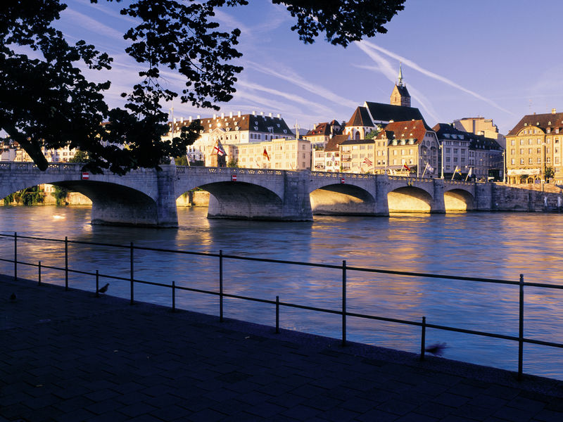 Risultati immagini per Mittlere Brücke