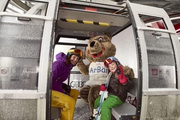 In der Gondel mit derm ArBär im Skigebiet Arber