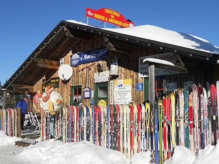 Die Skihütte der Skischule Arber im Bayerischen Wald