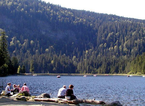 Entspannung und Bootfahren am Großen Arbersee im Bayerischen Wald