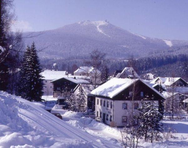 Blick im Winter von Bayerisch Eisenstein zum Großen Arber im Bayerischen Wald