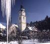 Blick auf die Pfarrkirche Bayerisch Eisenstein im Winter