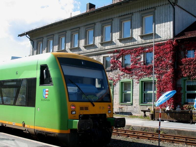 Die Waldbahn am Grenzbahnhof in Bayerisch Eisenstein