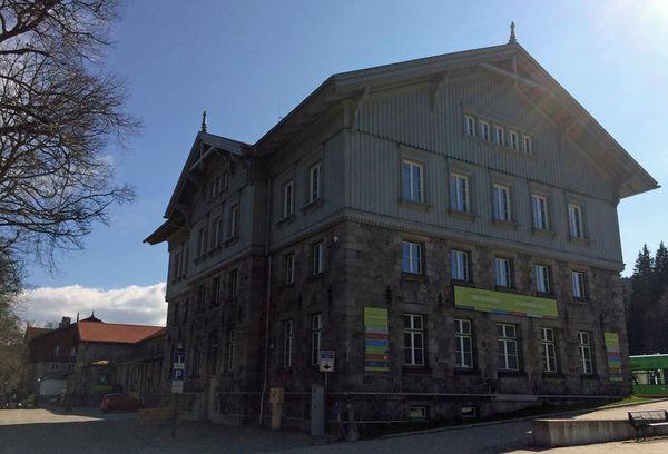 Blick auf die NaturparkWelten im Grenzbahnhof Bayerisch Eisenstein