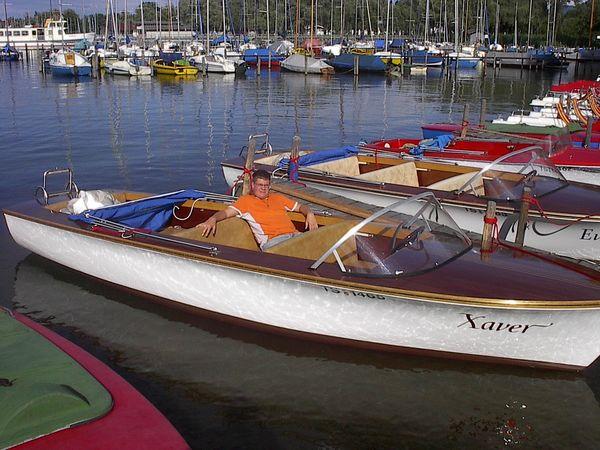 Im Hafen ruhende Boote.