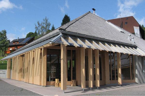 Bernau: Moderne Holzarchitektur im Schwarzwald - das Ausstellungsgebäude Forum erlebnis:holz