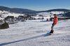 Snowboarder oberhalb von Bernau, Ortsteil Innerlehen. Blick aufs Bernauer Hochtal.