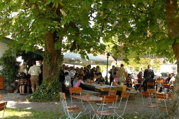 Biergarten im Alten Gasthaus Artmeier in Innenstetten im Bernrieder Winkel