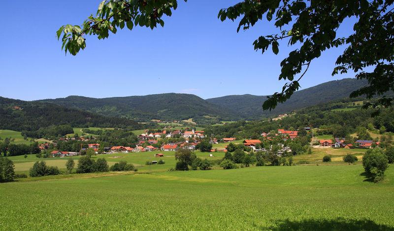 Campingland Bernrieder Winkel am Ortsrand von Bernried mit Panoramablick