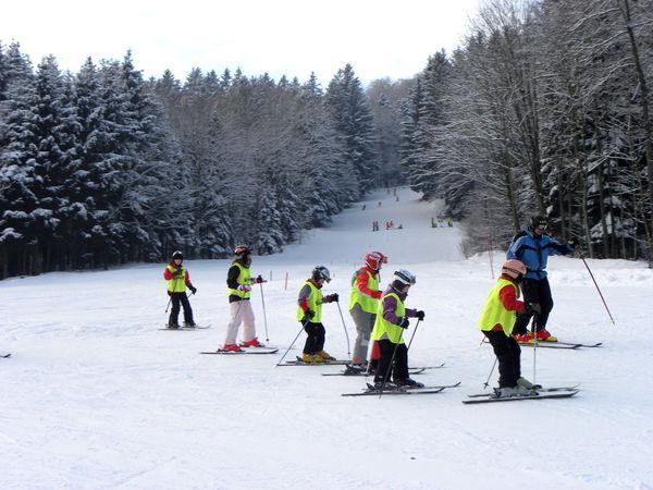 Kinderspaß beim Skifahren am Mühlberglift in Böbrach bei Bernried im Bayerischen Wald