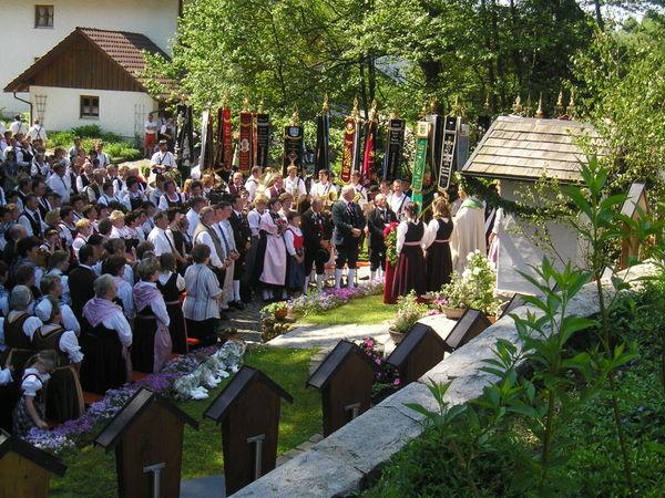 Feldgottesdienst mit dem Heimat- und Volkstrachtenverein Die Perlbachtaler Edenstetten
