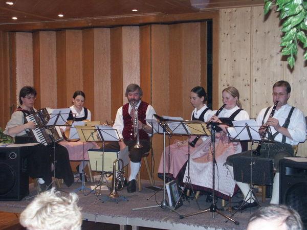 Volksmusik mit den Perlbachtaler Tanzbodenfegern