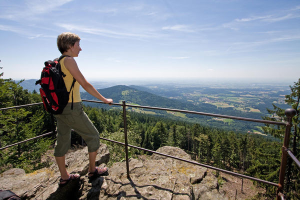 Der Regensburger Stein mit einer felsigen Aussichtskanzel bietet wunderschöne Ausblicke