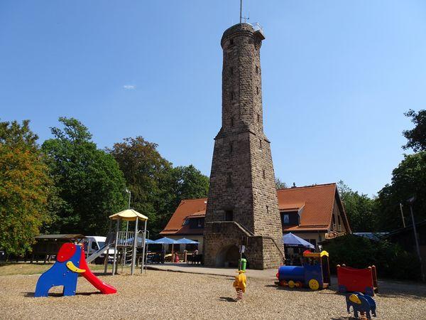 Höcherbergturm mit Spielplatz