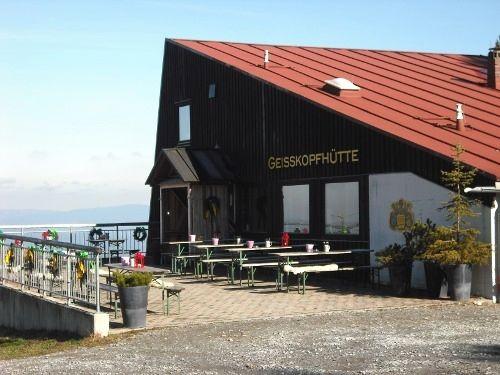 Herrlicher Ausblick von der Geißkopfhütte auf die Bayerwaldberge