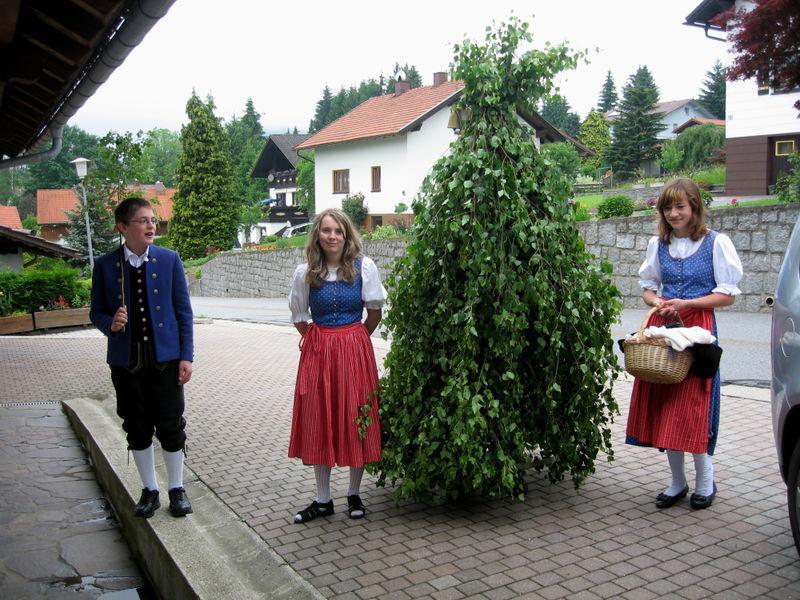 Brauchtum beim Pfingstl-Gehen in der Gemeinde Bischofsmais