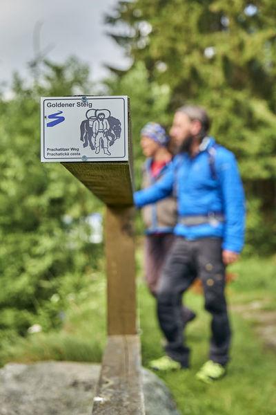 Die älteste Route der Untere Goldene Steig oder Prachatitzer Weg führt über Bischofsreut ins tschechische Prachtatice
