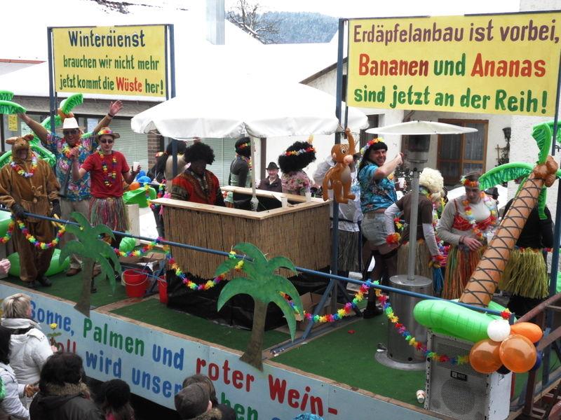 Lustige themenorientierte Gaudiwägen beim Blaibacher Faschingszug