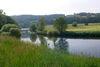 Der Regen fließt bei Roding durch das Urlaubsland am Regen im Bayerischen Wald