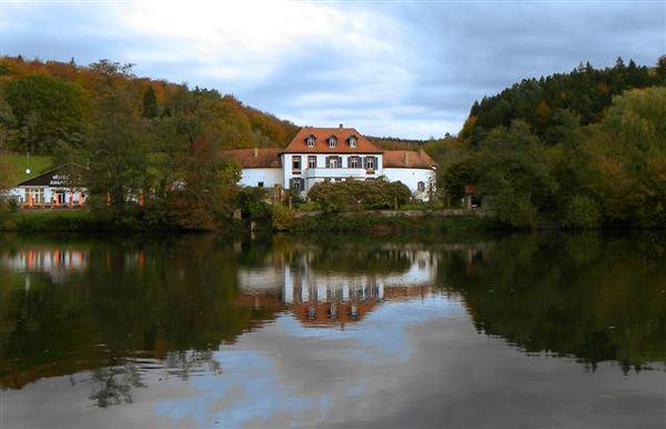 Blick vom Weiher auf Annahof