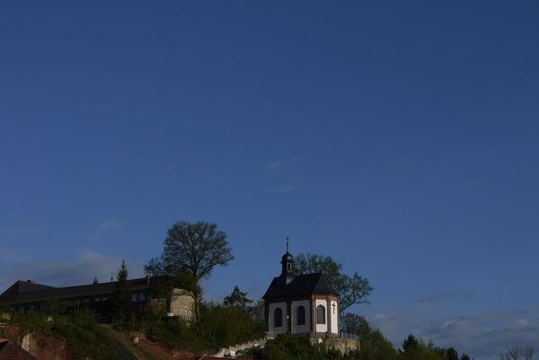 Heilig-Kreuz-Kapelle Ansicht von der Stadt aus