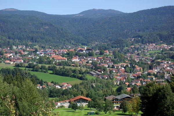 Bodenmais - die Perle des Bayerischen Waldes liegt inmitten von herrlichen Hochwäldern am Südhang des Großen Arbers.