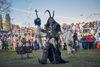 Großer Auftritt und kunstvoll geschnitzte Masken: Perchten im JOSKA Glasparadies