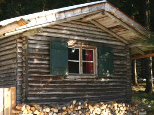 Die Böhmhof-Alm, eine urige Blockhütte als Restaurant