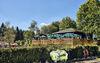 Gemütlich im Grünen: der Biergarten im JOSKA Glasparadies in Bodenmais