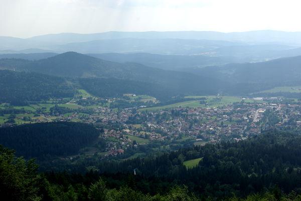 Blick vom Drachen- und Gleitschirmstartplatz am Hochzellberg über Bodenmais im Bayerischen Wald