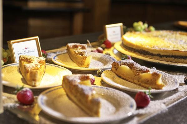 Köstliche Kuchen und Torten im Kristall-Restaurant im JOSKA Glasparadies
