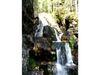 In mehreren Stufen stürzt das Wasser in den Rißlochwasserfällen ins Tal
