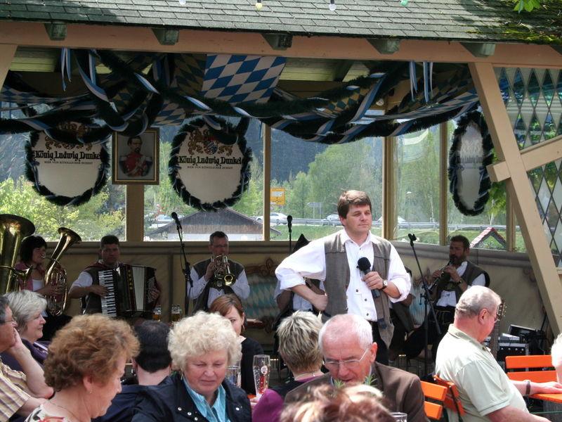 Musikalische Unterhaltung im JOSKA Biergarten beim Glaßstraßenfest