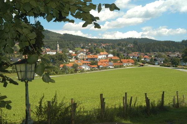 Böbrach ist ein Erholungsort in der Arberregion, nur 6 km vom Urlaubsort Bodenmais entfernt. Verbringen Sie Sportlich-Aktive Urlaubstage in Deutschlands größtem Waldgebiet.