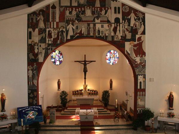Altarraum in der Pfarrkirche ST. NIKOLAUS in Böbrach im ArberLand Bayerischer Wald