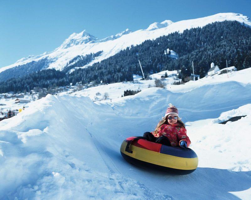 Snowtubing bei der Talstation Brigels