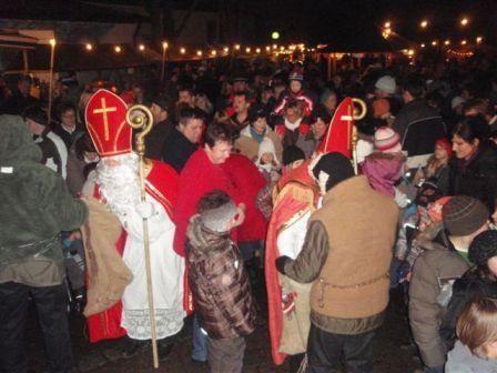 Nikolauseinzug beim Christkindlmarkt in Breitenberg