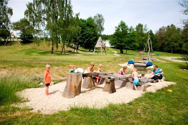 Spielgeräte für die Kinder im Freizeitzentrum Gegenbach bei Breitenberg