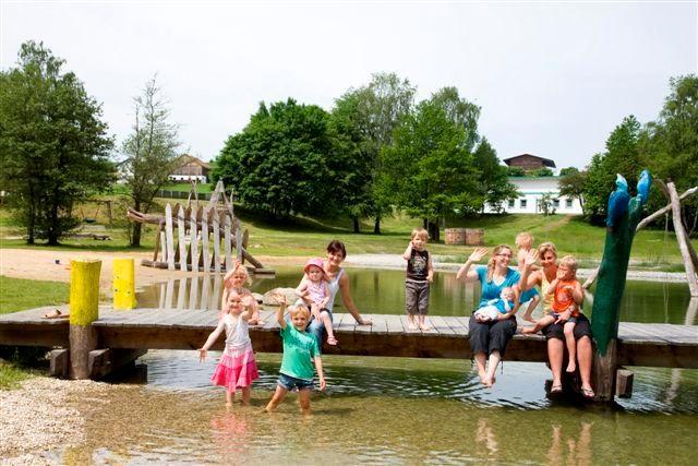 Kinderspaß im Wasser im Freizeitzentrum Gegenbach bei Breitenberg