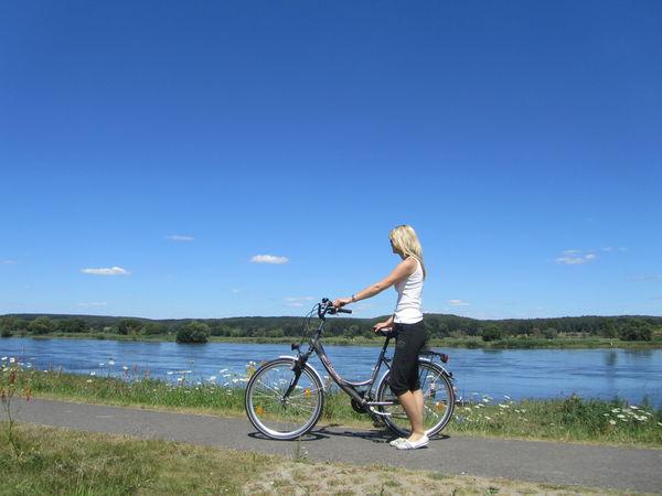 Auf dem Oder-Neiße-Radweg, Foto: Seenland Oder-Spree/Sandra Ziesig