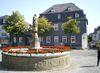 Petrusbrunnen mit Haus Hövener