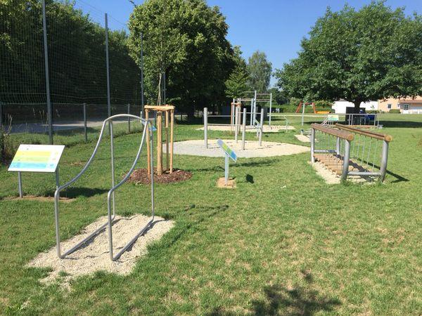 Bewegungspark mit neun unterschiedlichen Stationen