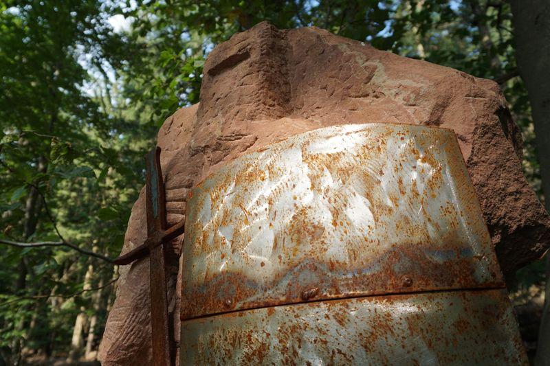 Sandsteinskulpturen auf dem Bildungs- und Jungendwanderweg Bürgstadt