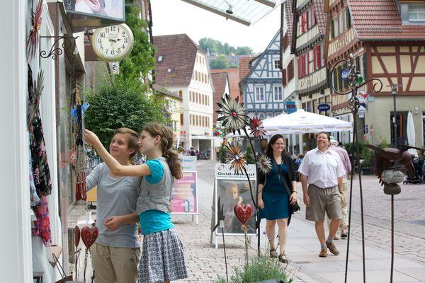 Einkaufen und Flanieren in der Lederstraße