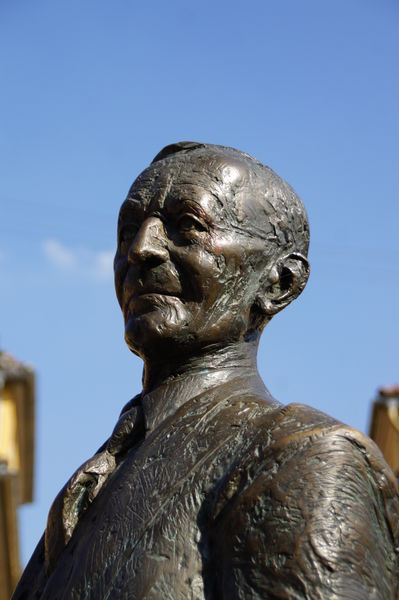 Statue an der Nikolausbrücke