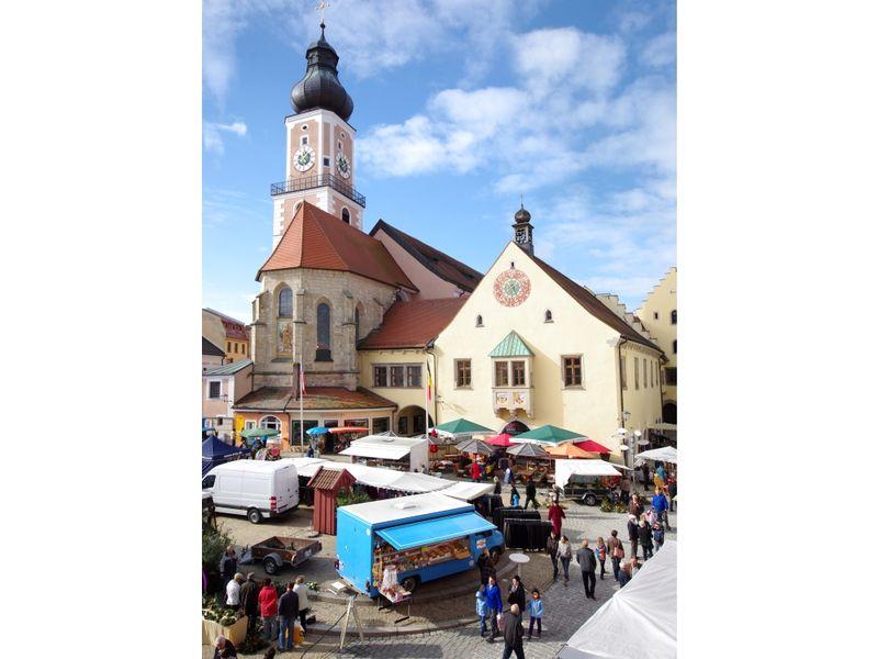 Regionale Produkte bietet der Bauernmarkt in der Kreisstadt Cham