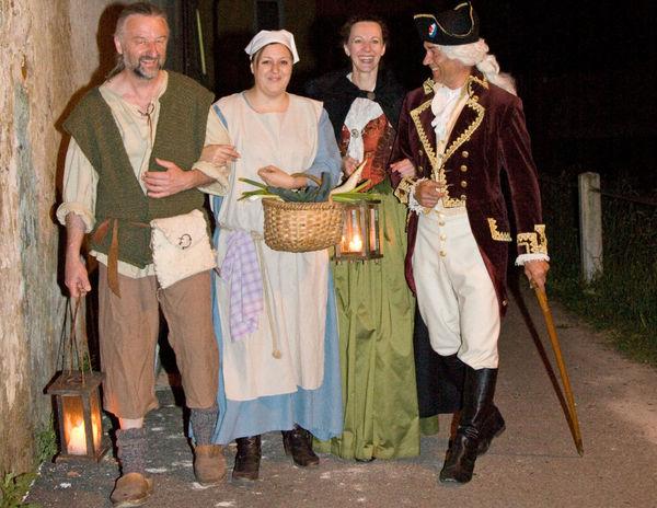 In historischen Kleidern bewegen Sie sich bei den Erlebnis-Stadtführungen durch Cham