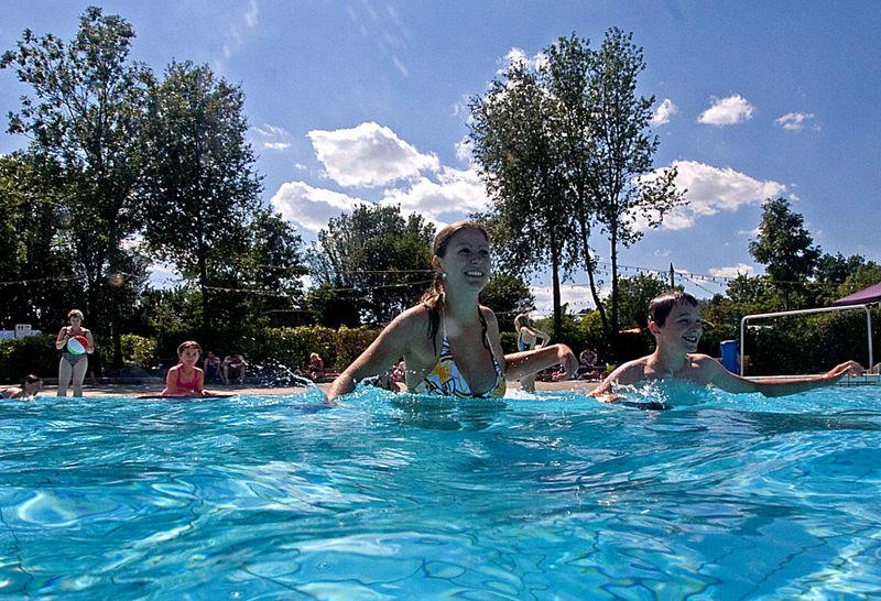 Badespaß für Jung und Alt bietet das Chamer Freizeitbad