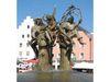 Der Marktplatzbrunnen in Cham mit den Figuren der Waldhexe und des Bilmesschneiders